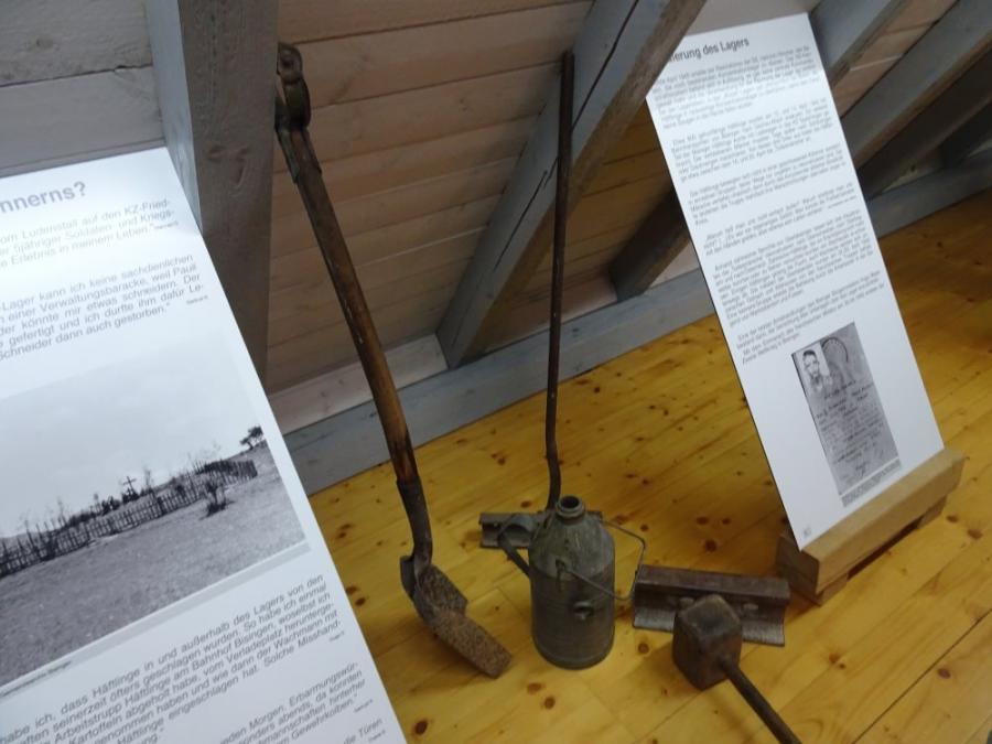 Werkzeuge Fotograf: Jakob Wurzel, Silas Röhm Ort: Museum der KZ-Gedenkstätte Bisingen (Dachboden)