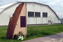 Gedenkstein vor dem US-Airfield